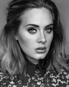 Bei den Alben noch immer vorn: Adele (Bild: Alasdair McLellan)