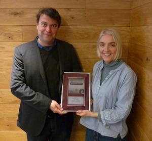 Bei der Auszeichnung: Charles Cladas (Merlin) und Helen Smith (Impala) (Bild: Impala)