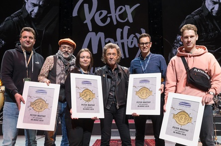 musikwoche news peter maffay freut sich ber sold out award in der arena leipzig. Black Bedroom Furniture Sets. Home Design Ideas