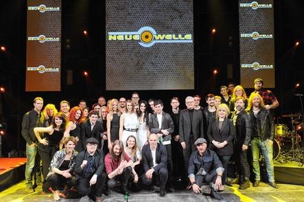 Bei der Neuen Welle 2018: alle Künstler und das Team von Electrola um Gastgeber Jörg Hellwig (Bild: Dominik Beckmann)