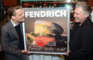 Bei der Platin-Verleihung: Philip Ginthör (links) und Rainhard Fendrich (Bild: Sony Music)