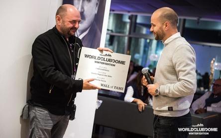 Bei der Preisübergabe: Bernd Breiter (links) und Moritz Beckers-Schwarz (Bild: BigCityBeats)