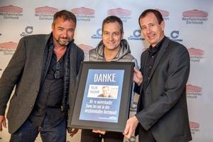 Bei der �bergabe des Sold-Out-Awards (von links): Veranstalter Udo L�hr, Dieter Nuhr und Jochen Meschke (Bild: Westfalenhallen Dortmund)