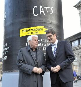 """Beim """"Cats""""-Vorabgespräch in Mannheim: Tour-Schirmherr Peter Weck (l.) mit Michael Grötsch, Bürgermeister für Kultur und Wirtschaft der Stadt (Bild: vaf)"""