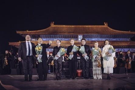 Beim Konzertabend in Peking dabei Clemens Trautmann (President Deutsche Grammophon, links) und Künstler (Bild: Julia Schoierer)