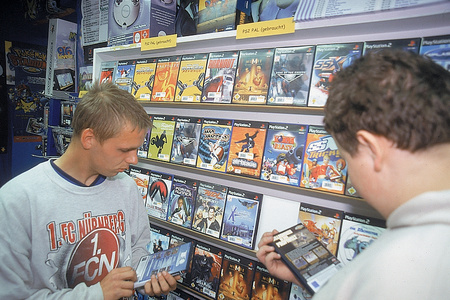 Beim Spielekauf h�ren die Kunden vor allem auf Empfehlungen von Freunden. (Bild: MCV / J. Fr�hlich)