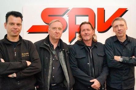 Besiegelten die künftige Zusammenarbeit (von links): Gero Herrde (A&R Oblivion/SPV), Hayo Lewerentz, Ingo Hauss (beide Boytronic) und Frank Uhle (Geschäftsführer SPV) (Bild: SPV)