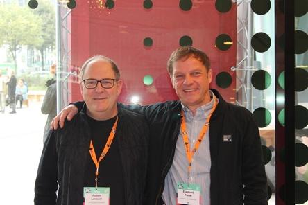 Besiegelten ihre Kooperation endgültig auf dem Reeperbahn Festival: Robert Larasser (links) und Eberhard Pacak (Bild: MusikWoche)