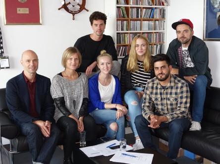 Bilden das Berliner Kreativteam (von links): Patrick Strauch, Sarah Schneider, Max Paproth, Thekla Krahe, Henrike Blome, Aksel Picker und Lukas Pizon (Bild: Sony/ATV)