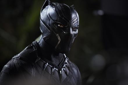 """""""Black Panther"""" fährt auch in Deutschland seine Krallen aus (Bild: Walt Disney)"""