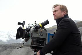 Christopher Nolan kritisiert unlängst Netflix (Bild: Warner / Melinda Sue Gordon)