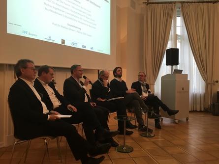 Debattierten beim Forum der Filmwirtschaft: Klaus Schaefer, Jan Ole Püschel, Markus Vogelbacher (IFP), Mathias Schwarz, Max Wiedemann und Uli Aselmann (v.l.) (Bild: International Film Partners)