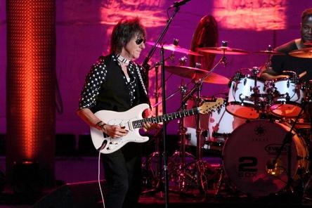 Demonstriert seine Kunstfertigkeit auf den sechs Gitarrensaiten wieder live: Jeff Beck (Bild: Shooter Promotions)