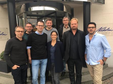 Der Vorstand der AG Verleih (v.l.): Leopold Grün (Geschäftsführer), Michael Höfner (GMfilms), Björn Hoffmann (Pandora Filmverleih), Joachim Kühn (Real Fiction), Leila Hamid (Porte-au-Pince), Hans-Christian (Piffl Medien), Torsten Frehse (Neue Visionen Filmverleih), Alexandre Dupont-Geisselmann (farbfilm) (Bild: AG Verleih)