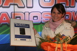 Die 27-jährige Janine Harf kaufte die viermillionste PS2-Konsole in Deutschland (Bild: SCED)