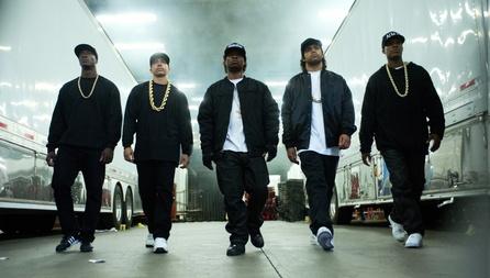 Die Raplegenden um Dr. Dre und Ice Cube batteln sich erfolgreich auf Rang eins der US-Kaufcharts (Bild: Universal)