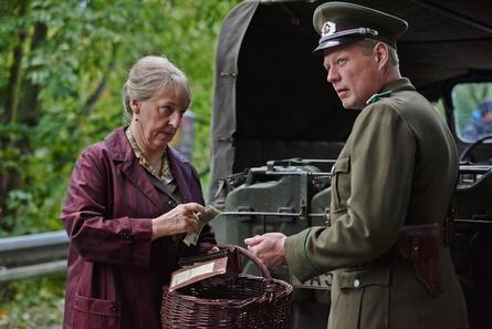 """Die zweite Folge des Dreiteilers """"Tannbach - Schicksal eines Dorfes II"""" konnte im Vergleich zur ersten Zuschauer dazugewinnen (Bild: ZDF/Julie Vrabelova )"""