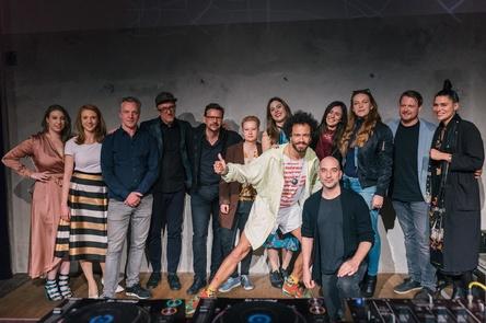 """Dokumentieren die Berliner Clubszene: Konrad von Löhneysen (dritter von links) mit dem Team von """"Sound Of Berlin"""" (Bild: Markus Werner)"""