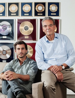Dürfen sich Familienunternehmer des Jahres 2017 nennen: Rolf Budde (rechts) und Benjamin Budde (Bild: Christoph Mack)
