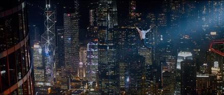 """Dwayne Johnson ist in """"Skyscraper"""" wieder in Aktion (Bild: Universal)"""