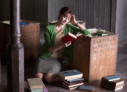 """Emily Mortimer in """"Der Buchladen der Florence Green"""" (Bild: Lisbeth Salas)"""