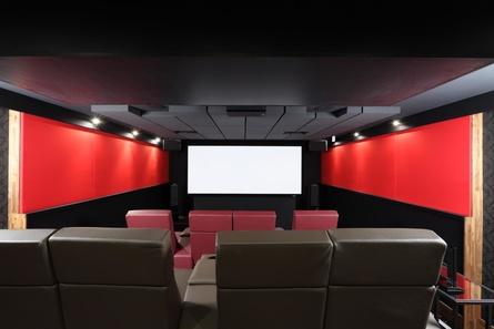 Entertainment für höchste Ansprüche präsentiert Grobi.TV im hauseigenen (Heim-)Kinosaal (Bild: Christian Auth, Grobi.TV)