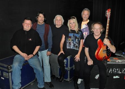 Er pr�gte die Westcoast-Kultur: Paul Kantner (rechts), hier mit seiner Band Jefferson Starship (Bild: Wild Heart)