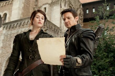 """Erfolgreiche Actiongelden: """"Hänsel und Gretel: Hexenjäger"""" mit Gemma Arterton und Jeremy Renner (Bild: Paramount)"""
