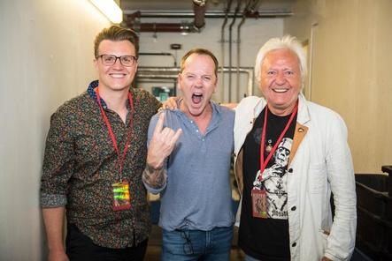 Erfreut über die ausverkaufte Tour (von links): Oliver Hoppe (Managing Director Wizard Promotions), Kiefer Sutherland unf Ossy Hoppe (Chief Advisor Artist & Repertoire Wizard Promotions) (Bild: Sauda)