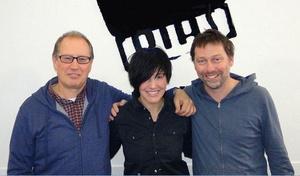 Erhält von Universal Music den Zuschlag für Cooperative: PIAS-CEO Kenny Gates (rechts), hier kürzlich beim Signing mit Texas-Sängerin Sharleen Spiteri und Peter Thompson (Managing Director PIAS Recordings) (Bild: PIAS)