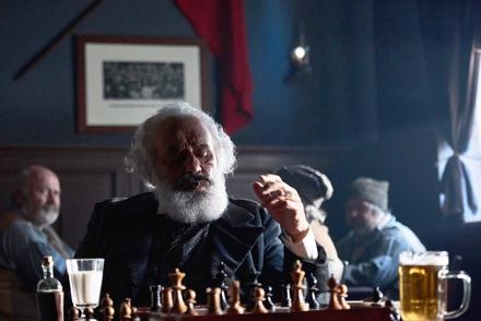 Erkannt? Mario Adorf als Karl Marx (Bild: ZDF/Julie Vrabelova)
