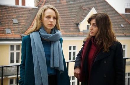 """Erstes Filmstill aus """"Getrieben"""" mit Petra Schmidt-Schaller und Ulrike C. Tscharre (Bild: ZDF/Hardy Spitz)"""