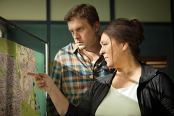 "Eva Mattes und Sebastian Bezzel im ""Tatort: Winternebel"" (Bild: SWR/Martin Furch)"