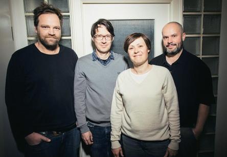 Fanden in Hamburg zusammen (von links): Lutz Falldorf (Labelmanager Indigo), Jürgen Schattner und Anne Dillmann (beide Rookie Records) und Olaf Evers (Export Manager Indigo) (Bild: Andreas Hornoff)