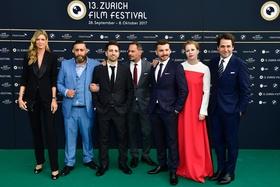 Feierten Weltpremiere in Zürich (v.l.): Nadja Schildknecht (ZFF), Kida Khodr Ramadan, Özgür Yildirim, Moritz Bleibtreu, Edin Hasanovic, Birgit Minichmayr, Karl Spoerri (ZFF) (Bild: ZFF)