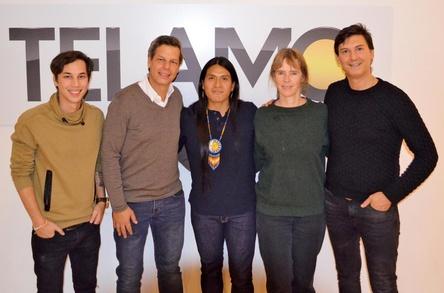 Freuen sich auf die künftige Zusammenarbeit (von links): Patrick Kronenberger (Management Leo Rojas), Ken Otremba (Geschäftsführer Telamo), Leo Rojas, Christel Knorrn (Senior Produktmanagerin Telamo) und AJ Adam Jacobs (Produzent Leo Rojas) (Bild: Telamo)
