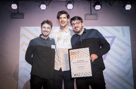 Freuen sich über den Förderpreis von Music Worx (von links): Jakob Höflich, Markus Schwarzer und Joshua Weikert (Bild: Selim Sudheimer)