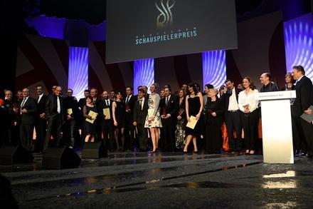 Gewinner, Stifter und Jurymitglieder beim Deutschen Schauspielerpreis 2014 (Bild: Deutscher Schauspielerpreis/Martin Becker)