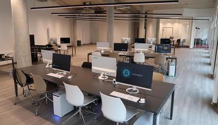 """Herzstück des neuen SAE-Campus in Hannover ist die """"Edit-Area"""" (Bild: SAE Institute)"""