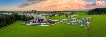 Hier geht 2018 erneut das Rock The King Festival über die Bühne: Die Allgäu Concert Arena in Buchenberg (Bild: Allgäu Concerts)