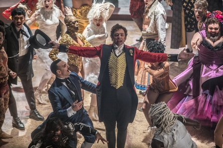"Hugh Jackman in ""The Greatest Showman"" (Bild: Fox)"