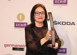 Ihre bewegenden Echo-Auftritt sahen 3,4 Millionen ARD-Zuschauer: Nana Mouskouri (Bild: MusikWoche)