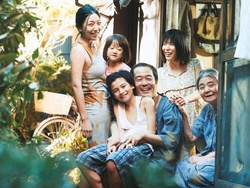 """Im Gegensatz zu Premierminister Shinzo Abe hat das japanische Kinopublikum gefallen an Hirokazu Kore-edas """"Shoplifters"""" gefunden (Bild: Festival de Cannes)"""