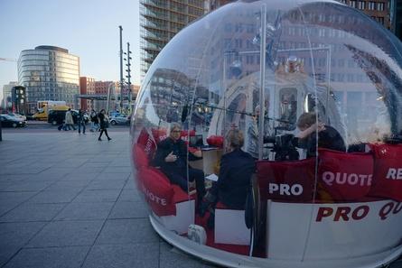 """In der """"Bubble"""" am Potsdamer Platz empfing ProQuote Regie u.a. VDFP-Vorstand Arno Ortmair zum Gespräch (Bild: ProQuote Regie)"""