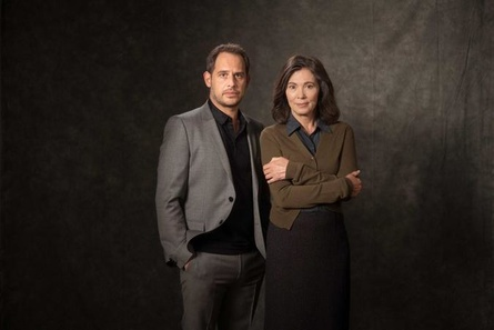 """Iris Berben und Moritz Bleibtreu spielen in """"Die Protokollantin"""" ein Geschwisterpaar (Bild: ZDF/Alexander Fischerkoesen)"""
