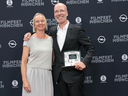 Jakob Claussen und Uli Putz mit dem Bernd Burgemeister Preis der VFF (Bild: VFF / Tobias Eble)