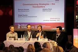 Jonathan Webdale (Journalist), Marcus Ammon (Sky Deutschland), Antony Root (HBO Europe) und Diego Suarez (Sony Pictures Television) beim Drama Series Days der Berlinale (Bild: Oliver Möst/Berlinale)