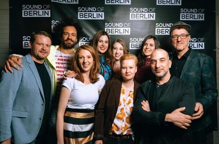 Kamen zur Premiere (von links): Mathias Kaden, Alexander Krüger, Franziska Koch (Herr Media), Carolina Thiele, Vanessa Ewald (Herr Media), Nina Müller, DJane Nela, Marc Houle und Dr. Motte (Bild: Markus Werner)