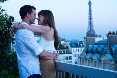 """Kommerzieller Lichtblick. """"Fifty Shades of Grey - Befreite Lust"""" war der mit Abstand erfolgreichste Film im ersten Quartal (Bild: Universal)"""