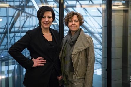 """Lisa Blumenberg und Caroline von Senden am """"Credo""""-Set (Bild: Ricardo Vaz Palma)"""
